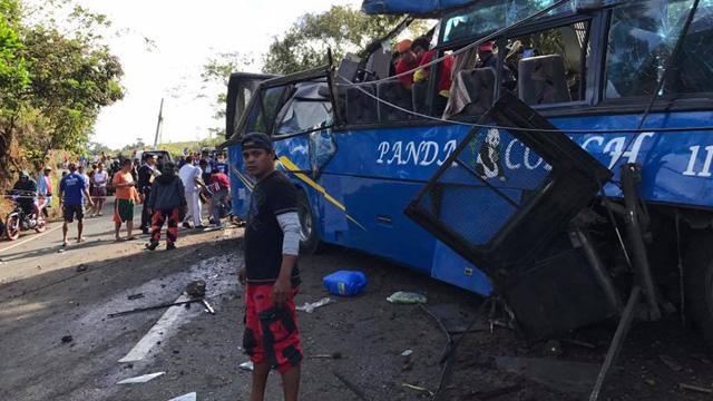 Filipinler'de öğrencileri taşıyan aracın kaza yapması sonucu 9 kişi öldü, 16 kişi yaralandı