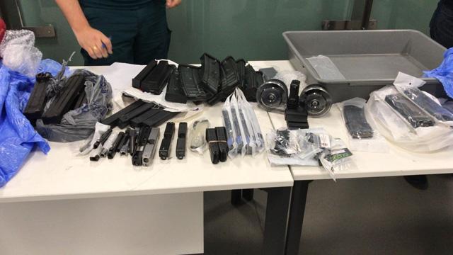 Son dakika... İstanbul Havalimanı'nda operasyon! Yolcu valizinde çok sayıda silah aksam ve parçası ele geçirildi