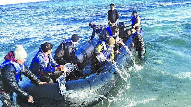 Denizde boğulma tehlikesi geçiren 4 çocuktan 3'ü kurtarıldı, biri suda kayboldu