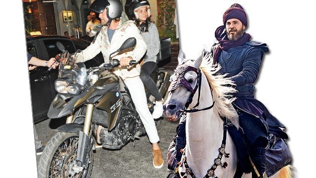 At özlemini motorla gideriyor