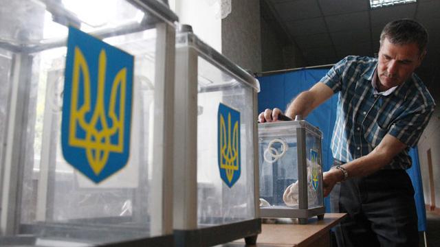 Ukrayna'da halk erken parlamento seçimleri için oy kullanmaya başladı