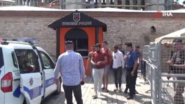 Taksim'de psikolojik sorunları olduğu iddia edilen turist ortalığı ayağa kaldırdı