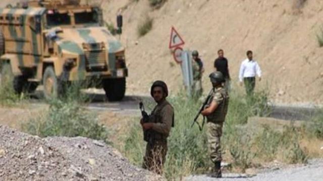 Hakkari'de teröristler güvenlik korucularına taciz ateşi açtı