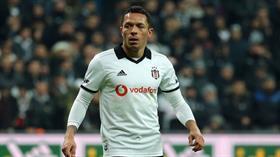 Göztepe, Beşiktaş'tan ayrılan Adriano ile görüşüyor