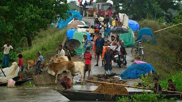 Hindistan'daki aşırı yağışlarda hayatını kaybedenlerin sayısı artıyor