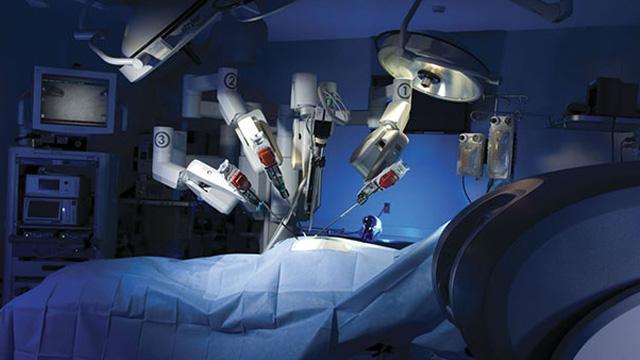 Azerbaycanlı hasta Türkiye'de robotik cerrahiyle şifa buldu