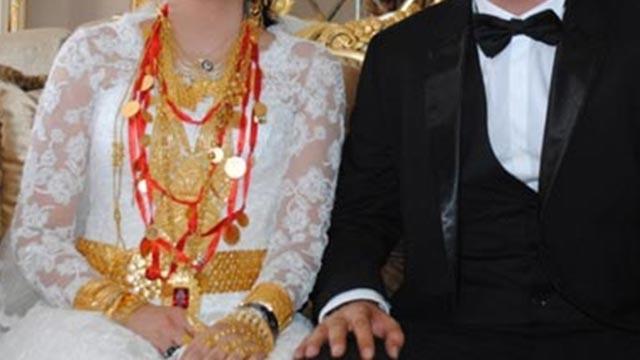 Düğünde gelin ve damadın takılarını çalmaya çalıştılar
