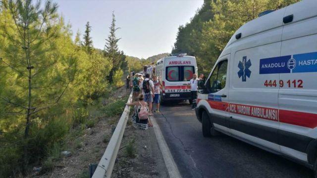 Polonyalı turistleri taşıyan otobüs devrildi