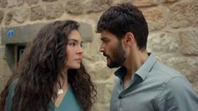 Hercai dizisinde Reyyan karakterini canlandıran yıldız oyuncu Ebru Şahin'in yeni imajı görenleri şaşırttı!