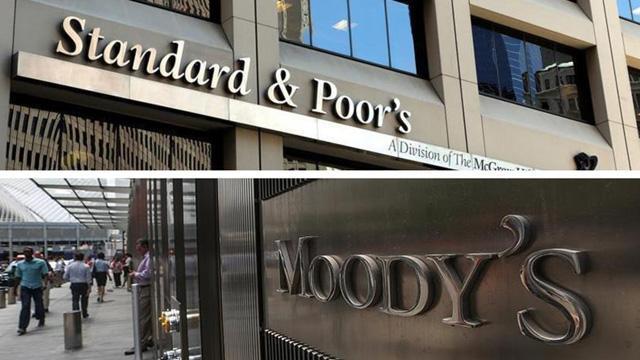 S&P ve Moody's Johnson'dan rahatsız oldu