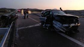 Otomobil paramparça oldu! Ölü ve yaralılar var
