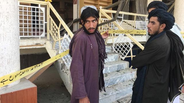 Pakistan'daki cami saldırısının hedefinde Taliban liderinin olduğu iddia edildi