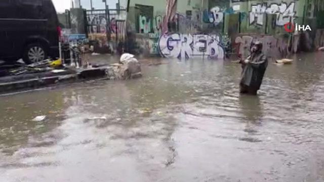 Yer Karaköy: Göle dönen yola oltasını salladı