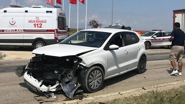 Edirne'de iki otomobilin çarpışması sonucu 6 kişi yaralandı