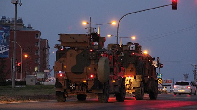 Sınıra komando sevkiyatında zırhlı araçlardan oluşan konvoy Hatay'a ulaştı
