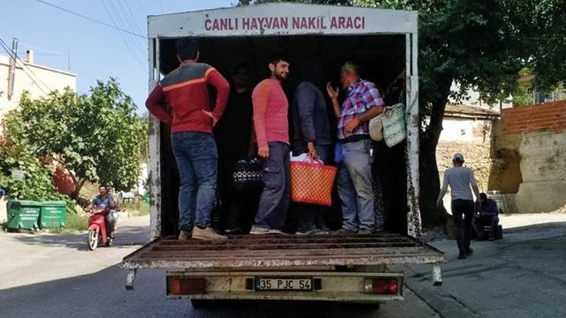 Kamyonet kasasında 23 işçi taşıyan sürücüye para cezası