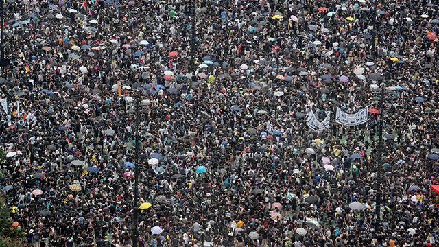 Hong Kong'daki gösteriler bugün de kaldığı yerden devam ediyor