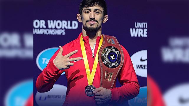 Kerem Kamal, Dünya Gençler Güreş Şampiyonası'nda altın madalya kazandı