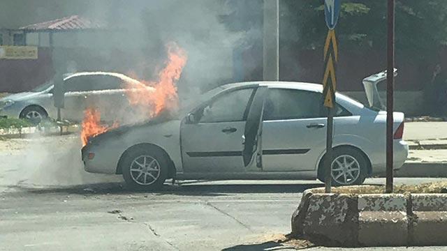 Kahramanmaraş'ta yanan otomobil kullanılamaz hale geldi