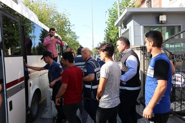 Sakarya'da yakalanan 73 Afgan kaçak göçmen sınırdışı edilecek