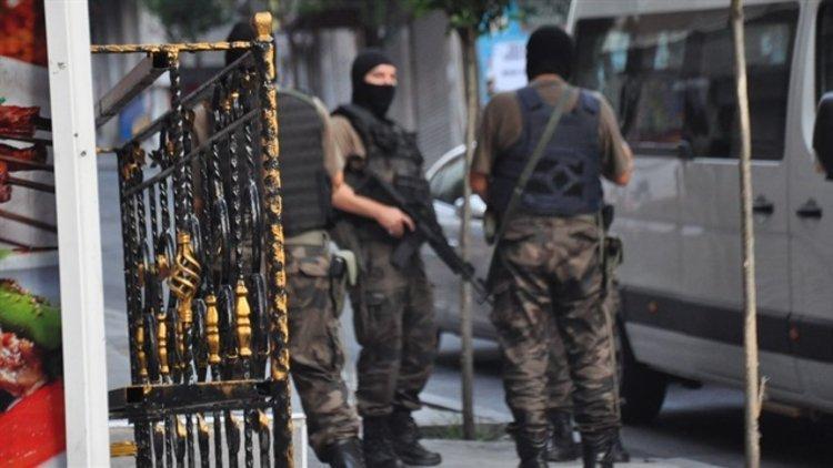 İstanbul'un 7 ilçesinde gerçekleştirilen terör operasyonunda 8 kişi gözaltına alındı