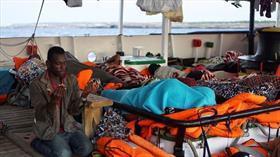19 gündür denizde bekleyen düzensiz göçmenler karaya çıkacak