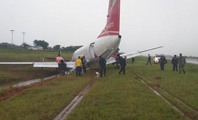 Kolombiya'da şiddetli sağanak uçağın pistten çıkmasına sebep oldu