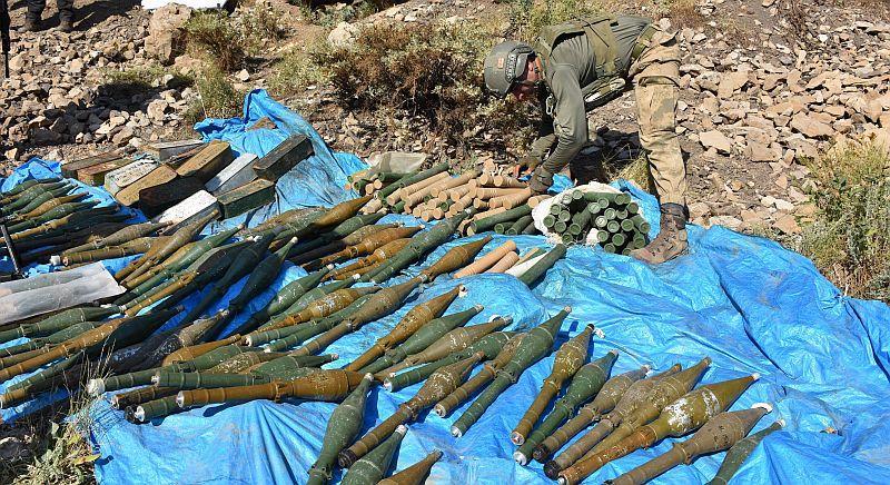 ABD yapımı roketatarlar terörist inlerinden böyle çıkarıldı