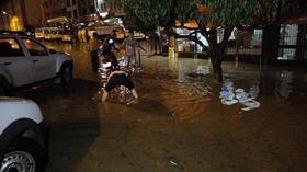 Tokat'ta sağanak nedeniyle çok sayıda iş yerini ve evi su bastı