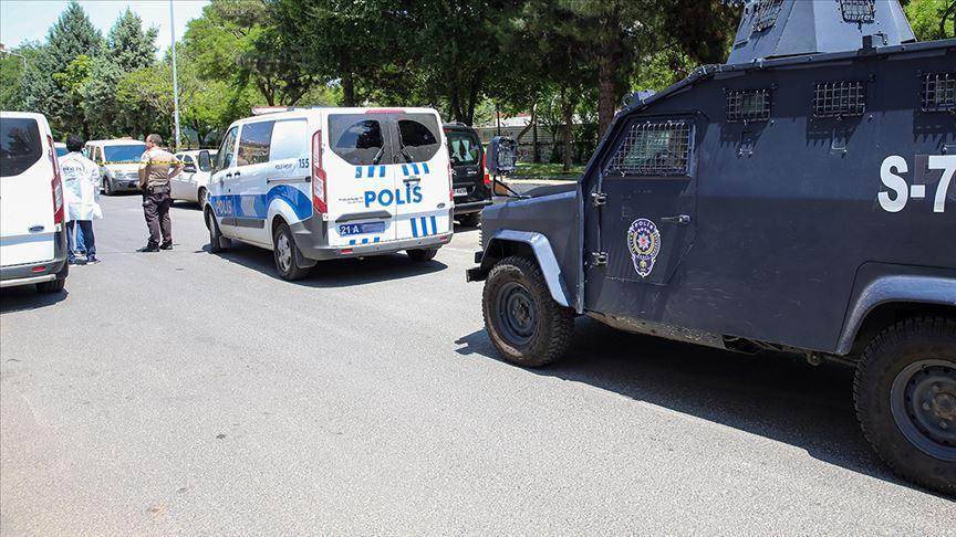Son Dakika... Diyarbakır'da silahlı kavga: Çok sayıda ölü ve yaralı var