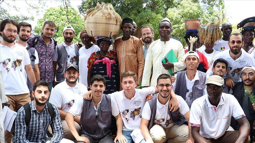 TİKA gönüllüleri yardım malzemelerini Senegal'e ulaştırdı