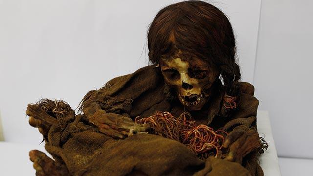 """500 yaşındaki """"İnka kızı"""" mumyası Bolivya'ya geri gönderildi"""