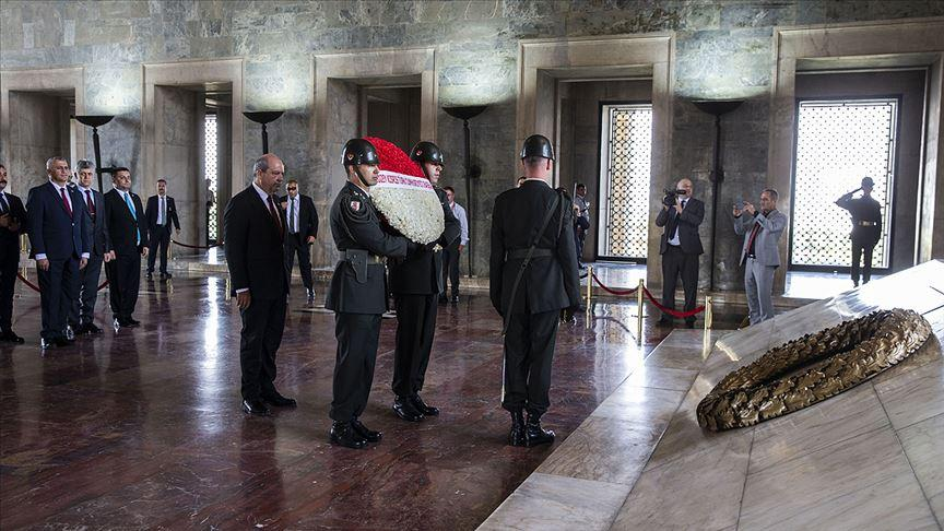 KKTC Başbakanı Tatar Anıtkabir'i ziyaret etti
