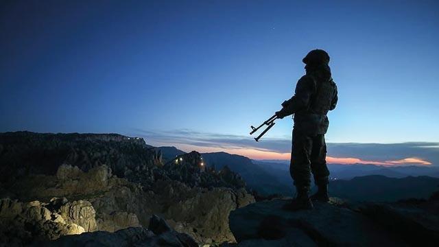 Son dakika... Şırnak'ta 4 terörist güvenlik güçlerine teslim  oldu