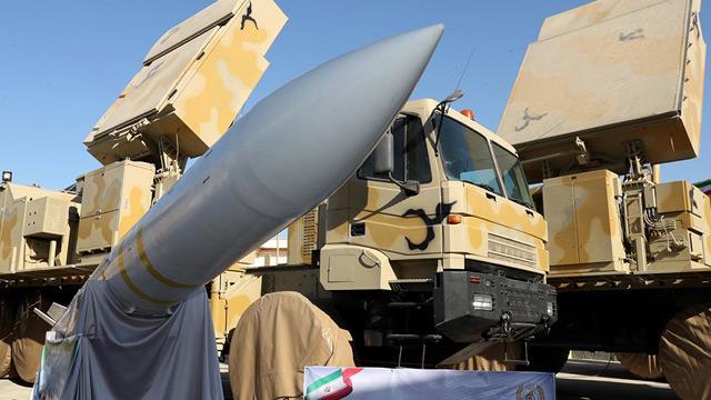 İran, yeni hava savunma sistemini tanıttı