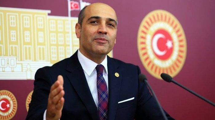 CHP'de ikinci fotoğraf krizi Balıkesir'de yaşandı! Balıkesir Milletvekili Fikret Şahin kendi fotoğrafını astırınca...