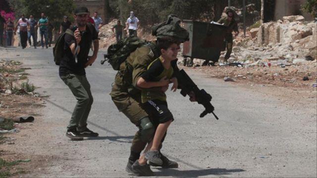 Katil İsrail güçleri Batı Şeria'daki gösteriye müdahale etti