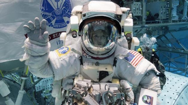 Astronot Anne McClain boşanma sürecindeki eşinin banka hesaplarına uzaydan eriştiği iddia edildi