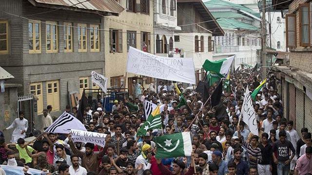 Pakistanlı gazetecilerden Keşmir sınırına protesto yürüyüşü