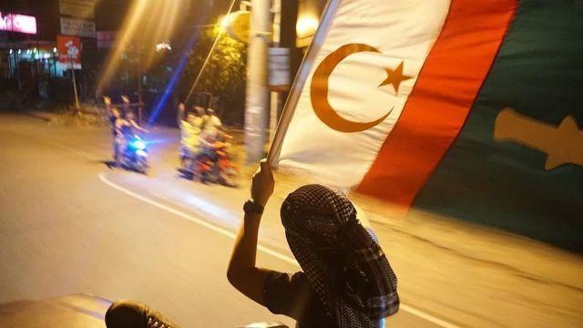 Moro Müslümanlarının yeni bayrağı kabul edildi