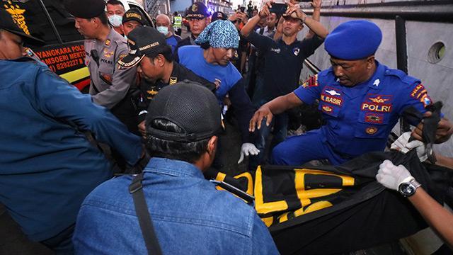 Endonezya'da yolcu gemisindeki yangın: 3 kişi öldü