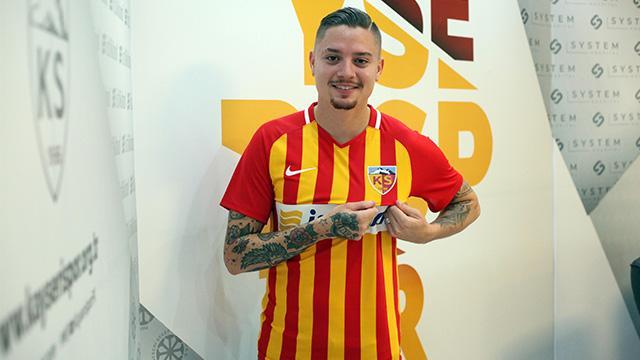 Adryan Oliveira Tavares imzayı attı