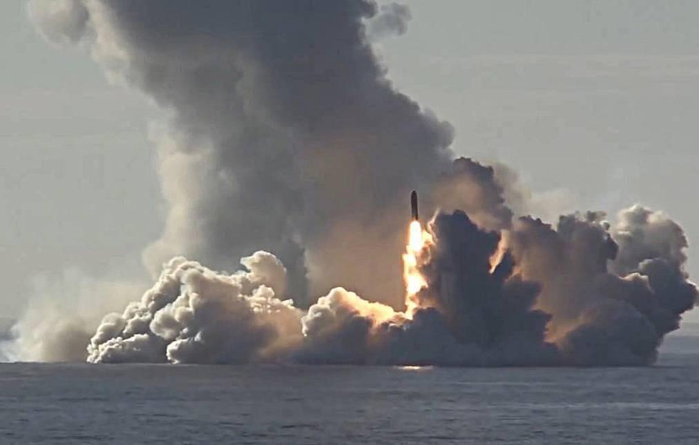 Nükleer denizaltılardan 8 bin kilometrelik balistik füze denemesi