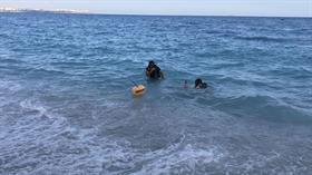 İki kişiyi kurtarmak için denize giren Libyalı, hastanede yaşamını yitirdi