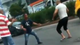 Antalya'da sokak ortasında bıçaklı düello