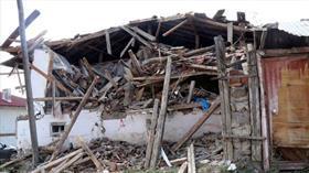 Çankırı'daki depremler sonrasında bazı binalar ağır hasar aldı