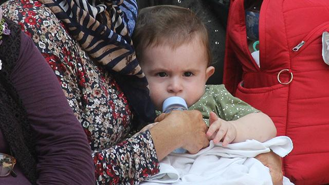 Iğdır'da 8 aylık bebeğin şehit babasına son bakışı yürekleri dağladı
