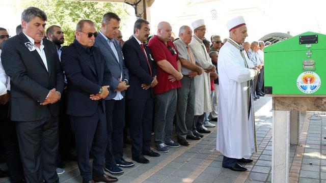 Serdal Adalı'nın annesi Adana'da toprağa verildi