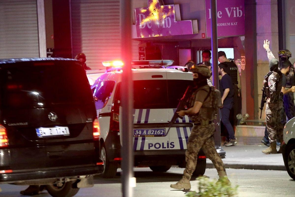 İstanbul'da dehşet: Lüks araçla geldiler, AVM'yi kurşunladılar