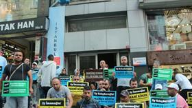 İBB'de işten çıkartılan bir grup işçi CHP İl binası önünde oturma eylemine başladı